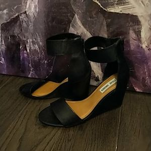 NEW worn once- Steve Madden wedges